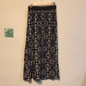 Dresses & Skirts - Black and white skirt L